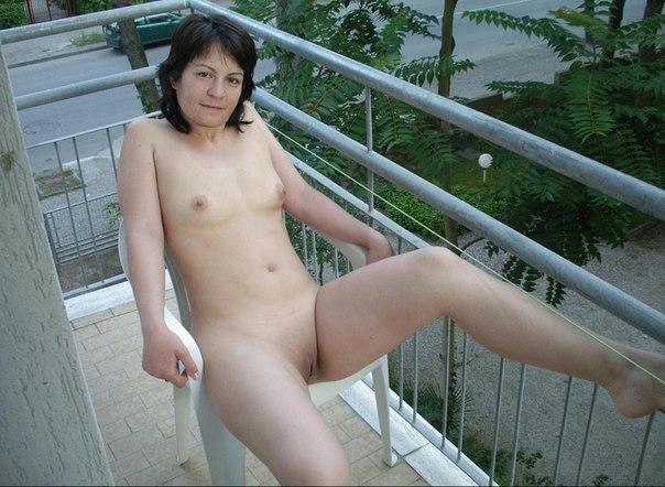 Мама готова ебаться в различных местах секс фото